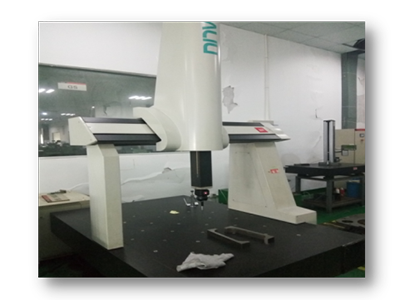 Three coordinate measuring instrument